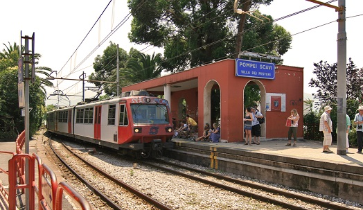 Lokale trein Circumvesuviana Pompei Scavi